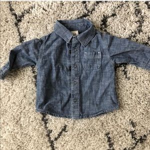 VGUC Old Navy chambray shirt 3-6 months
